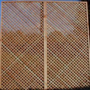 Larch diamond screen trellis