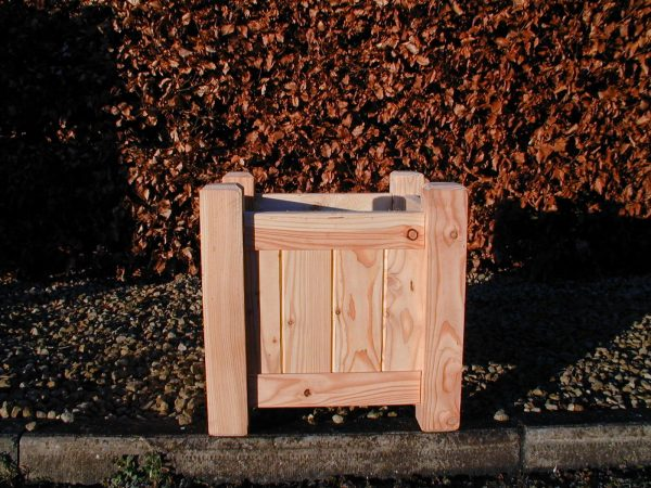 larch planter 450x450